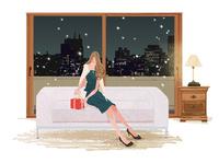 夜景の見えるリビングで、プレゼントを準備するドレスの女性 10402000096| 写真素材・ストックフォト・画像・イラスト素材|アマナイメージズ