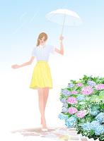 梅雨にあじさいのそばを傘を差して歩く女の子 10402000218| 写真素材・ストックフォト・画像・イラスト素材|アマナイメージズ