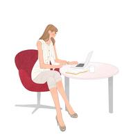 オフィスのテーブルでノートパソコンに向かう女の子