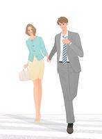 手をつないで歩くデートするカップル