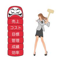 売上成績管理のダルマをハンマーで叩く女性