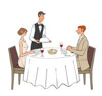レストランで食事するカップルと料理を運ぶウェイター
