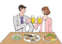 居酒屋でビールで乾杯する仕事帰りの女性と男性