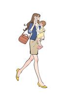 小さな子供を抱えて携帯電話で話しながら歩く働く女性 10402000549| 写真素材・ストックフォト・画像・イラスト素材|アマナイメージズ