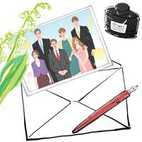両家の顔合わせの食事会の時の集合写真をそえて手紙を書く 10402000561| 写真素材・ストックフォト・画像・イラスト素材|アマナイメージズ