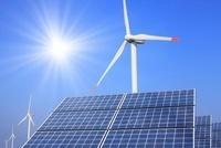 ソーラーパネルと風車と青空 10404001496  写真素材・ストックフォト・画像・イラスト素材 アマナイメージズ