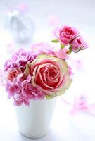 ピンク色のフラワーアレンジ 10405000067| 写真素材・ストックフォト・画像・イラスト素材|アマナイメージズ