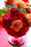 赤色バラのフラワーアレンジ 10405000071| 写真素材・ストックフォト・画像・イラスト素材|アマナイメージズ