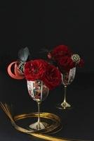 和グラスに赤バラと水引と手鞠のアレンジ 10405000377| 写真素材・ストックフォト・画像・イラスト素材|アマナイメージズ