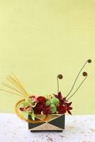 和の器にラン,プリザ゛マム,ぜんまい,水引のアレンジ 10405000396| 写真素材・ストックフォト・画像・イラスト素材|アマナイメージズ