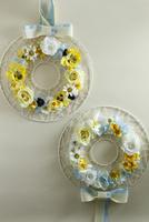 お花のアイアンリース 10405000807| 写真素材・ストックフォト・画像・イラスト素材|アマナイメージズ