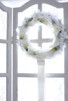白いお花とチュールのリース 10405000812| 写真素材・ストックフォト・画像・イラスト素材|アマナイメージズ