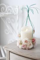 バラとリボンのキャンドルアレンジ 10405000817| 写真素材・ストックフォト・画像・イラスト素材|アマナイメージズ
