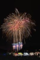 土浦全国花火競技大会 スターマイン Rock On 10408001998| 写真素材・ストックフォト・画像・イラスト素材|アマナイメージズ