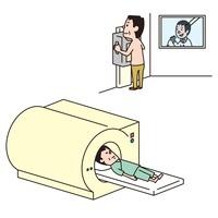レントゲンを撮る男性、MRI検査をうける男性 10423000310| 写真素材・ストックフォト・画像・イラスト素材|アマナイメージズ