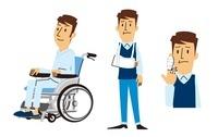 車いすに乗る男性、腕吊りする男性、指に包帯する男性