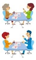保険相談する女性、保険相談するシニア女性