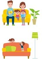 ソファに座る親子、ソファと姉弟 10423000681| 写真素材・ストックフォト・画像・イラスト素材|アマナイメージズ