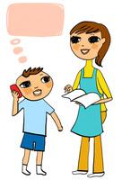 ノートを持つ母親と電話をかけている少年