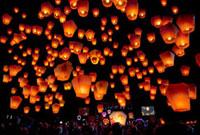 平渓十分の天燈祭りランタン祭り 10428000853| 写真素材・ストックフォト・画像・イラスト素材|アマナイメージズ