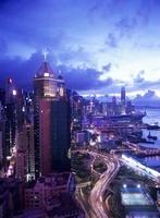 香港島のビル街の夕景