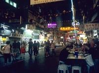 夜の路上レストラン 10430000594| 写真素材・ストックフォト・画像・イラスト素材|アマナイメージズ