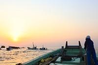 早朝の定置網漁