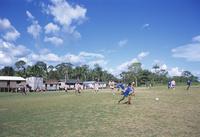 サッカーをする子供たち 10430006644| 写真素材・ストックフォト・画像・イラスト素材|アマナイメージズ