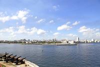モロ要塞から見たハバナ市内 10430007808| 写真素材・ストックフォト・画像・イラスト素材|アマナイメージズ