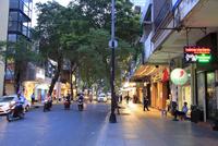 ドンコイ通り ホーチミン 10430009078| 写真素材・ストックフォト・画像・イラスト素材|アマナイメージズ