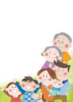 空を見上げる希望に満ちた三世代家族