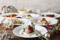 クリスマスパーティー料理 10455000679| 写真素材・ストックフォト・画像・イラスト素材|アマナイメージズ