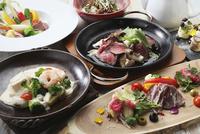 すき焼きと前菜 10455000901| 写真素材・ストックフォト・画像・イラスト素材|アマナイメージズ