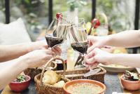 ワインで乾杯イメージ