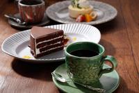 珈琲とデザートのイメージ 10455002644| 写真素材・ストックフォト・画像・イラスト素材|アマナイメージズ