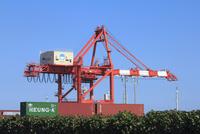 新潟東港,コンテナターミナル,ガントリークレーン2号 10467002062| 写真素材・ストックフォト・画像・イラスト素材|アマナイメージズ
