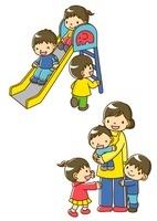 すべりだいであそぶ幼稚園児と保育士さんに抱っこする子供
