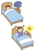 ベッドで寝ている男の子、朝ベッドで目を覚ました男の子