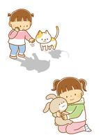 自分の影を指さすこどもと猫、ぬいぐるみのうさぎをだっこする女の子