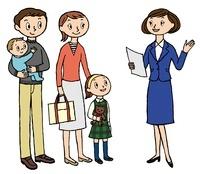 店員と会話をする家族