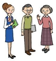 店員と会話をするシニアカップル 10471000112| 写真素材・ストックフォト・画像・イラスト素材|アマナイメージズ