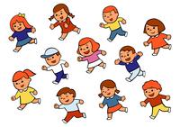 笑顔で走る子供たち 10471000172| 写真素材・ストックフォト・画像・イラスト素材|アマナイメージズ