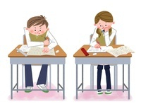 教室で勉強する中高生