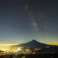 夏の富士山と天の川