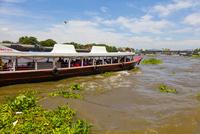 チャオプラヤー川の風景とエクスプレスボート