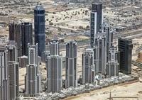 ドバイの超高層マンション群の空撮
