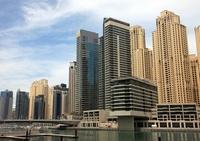 ドバイの超高層ビル(左:Al Sahab 2 右:Marina Quays West)
