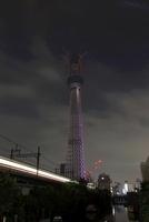 源森橋より望む試験点灯中の東京スカイツリー
