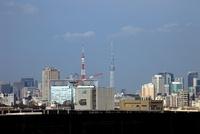 同じくらいの高さに見える東京スカイツリーと東京タワー