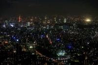 東京スカイツリーの天望回廊から東京タワー方面の夜景